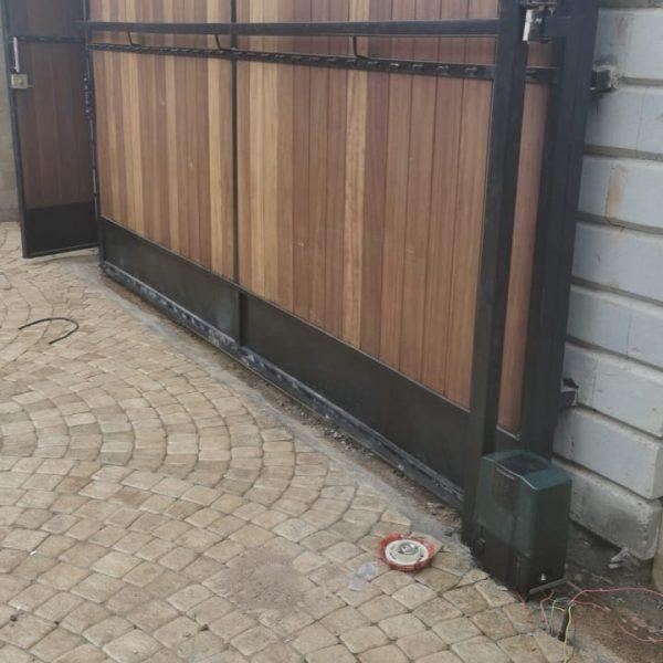 Automatic gates installation